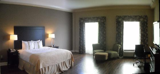 Holiday Inn Macon Guestroom